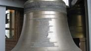 Большой колокол карильона петропавловского собора.