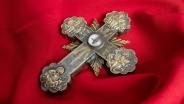 Крест с частицей Креста Господня Армения Серебро; чеканка, гравировка, пайка, золочение Дар Первопрестольного Святого Эчмиадзина