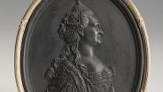 Медальон с портретом Екатерины II. Около 1780 г. Черная базальтовая масса.
