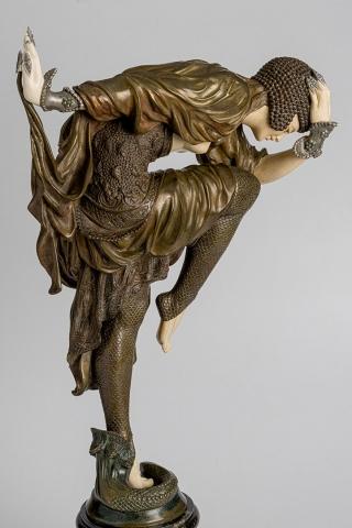 Клэр Жанна Роберта Колине Турецкий танец Бронза, полихромная патина, крашение; слоновая кость, мрамор