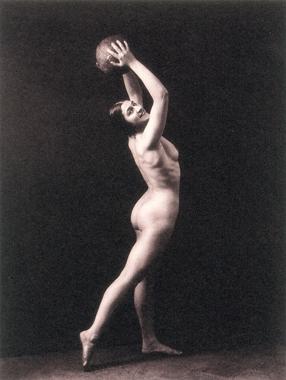 Николай Свищов-Паола. Натурщица с мячом. Середина 1920-х.